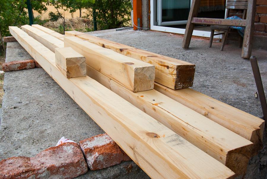 дървен материал за навес